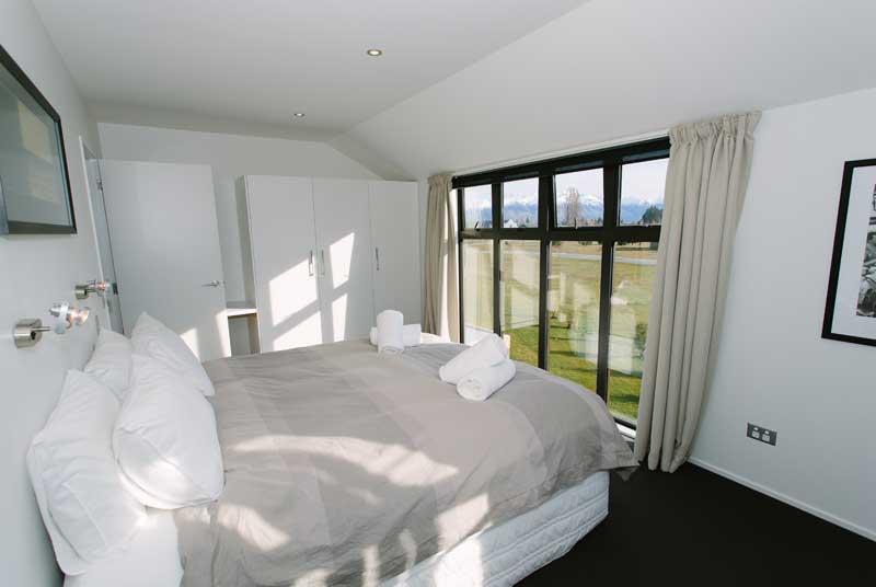11_master-bedroom-800